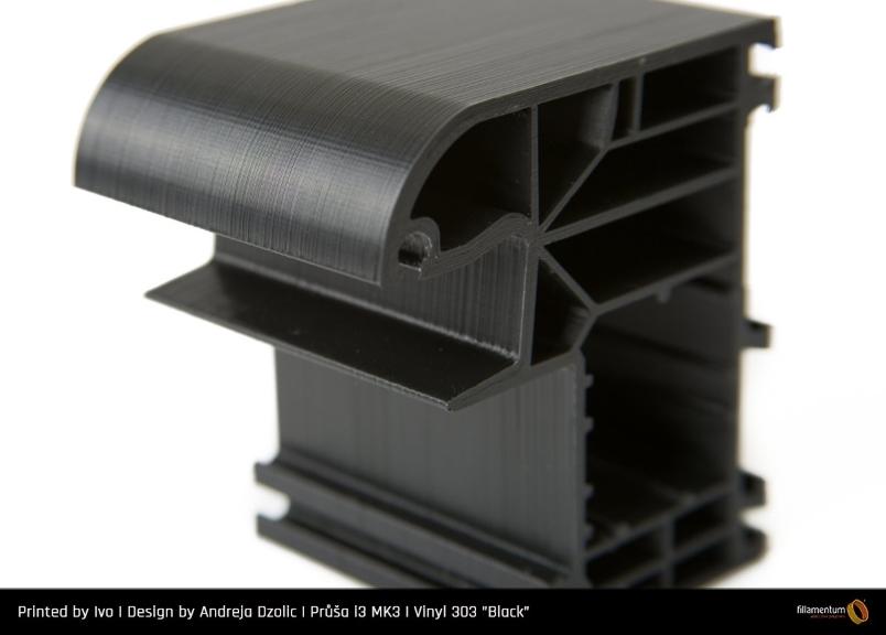 Perfil fabricado con Vinyl 303 Negro